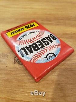 1976 Topps Baseball Trading Cards 1976 Series! Wax Pack